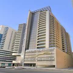 Отель Al Majaz Premiere Hotel Apartment ОАЭ, Шарджа - 1 отзыв об отеле, цены и фото номеров - забронировать отель Al Majaz Premiere Hotel Apartment онлайн вид на фасад