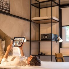 Отель Ibis Brussels Centre Chatelain Брюссель сейф в номере