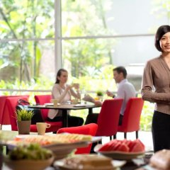 Отель PARKROYAL Serviced Suites Kuala Lumpur Малайзия, Куала-Лумпур - 1 отзыв об отеле, цены и фото номеров - забронировать отель PARKROYAL Serviced Suites Kuala Lumpur онлайн питание фото 2