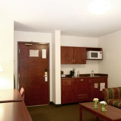 Отель Foxwood Inn & Suites Drayton Valley в номере фото 2