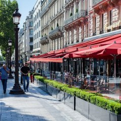 Отель Rue de Bassano by Onefinestay городской автобус