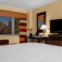 Отель Hampton Inn Manhattan-Times Square North США, Нью-Йорк - 1 отзыв об отеле, цены и фото номеров - забронировать отель Hampton Inn Manhattan-Times Square North онлайн сейф в номере