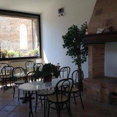 Отель A La Casa Dei Potenti Италия, Сан-Джиминьяно - отзывы, цены и фото номеров - забронировать отель A La Casa Dei Potenti онлайн питание