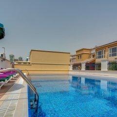 Отель J5 Villas Holiday Homes - Barsha Gardens бассейн