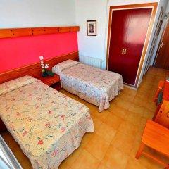 Отель Hostal Magnolia Испания, Льорет-де-Мар - отзывы, цены и фото номеров - забронировать отель Hostal Magnolia онлайн комната для гостей фото 5