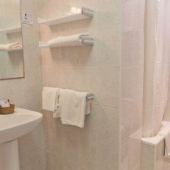 Отель Apartamentos Formentera I - Adults Only Испания, Сан-Антони-де-Портмань - отзывы, цены и фото номеров - забронировать отель Apartamentos Formentera I - Adults Only онлайн ванная