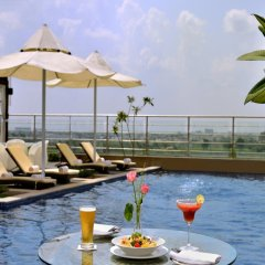 Отель Radisson Blu Jaipur бассейн