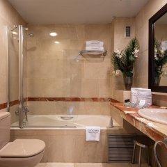 Отель Catalonia La Pedrera ванная фото 2
