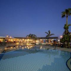Limanaki Beach Hotel бассейн
