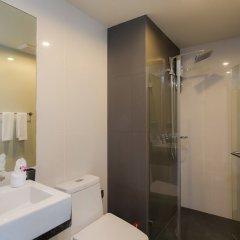 Отель Surin Loft by Holiplanet Таиланд, Камала Бич - отзывы, цены и фото номеров - забронировать отель Surin Loft by Holiplanet онлайн ванная фото 2