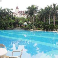 Clifford Golden Lake Hotel бассейн