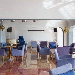 Апартаменты Oura View Beach Club Apartments интерьер отеля