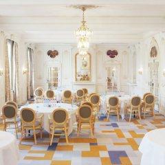 Отель Crowne Plaza Brussels - Le Palace