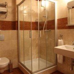 Отель Alfred Чехия, Карловы Вары - отзывы, цены и фото номеров - забронировать отель Alfred онлайн ванная фото 2