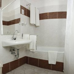 Отель Inn Side Hotel Kalvin House Венгрия, Будапешт - отзывы, цены и фото номеров - забронировать отель Inn Side Hotel Kalvin House онлайн ванная фото 2