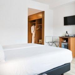 Tryp Barcelona Apolo Hotel сейф в номере