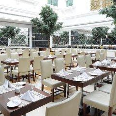 Отель Holiday Inn Bur Dubai Embassy District Дубай питание