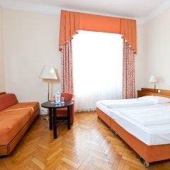 Hotel Johann Strauss комната для гостей