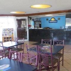 Отель Days Inn Elk Grove Village Chicago OHare Airport West гостиничный бар