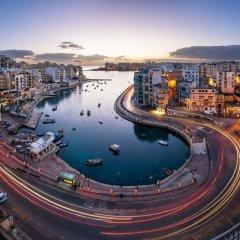 Отель Bright, Spacious and Right in the Center Мальта, Сан Джулианс - отзывы, цены и фото номеров - забронировать отель Bright, Spacious and Right in the Center онлайн бассейн фото 2