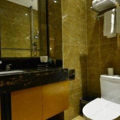 Отель Beijing Jinshi Building Hotel Китай, Пекин - отзывы, цены и фото номеров - забронировать отель Beijing Jinshi Building Hotel онлайн ванная