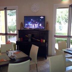 Отель ALIBI Римини гостиничный бар
