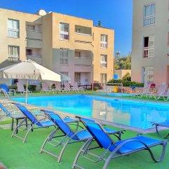 Daphne Hotel Apartments бассейн фото 2