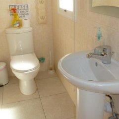 Отель Valentinos Villa Кипр, Протарас - отзывы, цены и фото номеров - забронировать отель Valentinos Villa онлайн ванная фото 2
