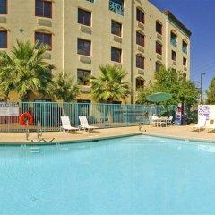 Отель Fiesta Rancho Casino Hotel США, Северный Лас-Вегас - отзывы, цены и фото номеров - забронировать отель Fiesta Rancho Casino Hotel онлайн бассейн