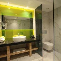 Отель Wyndham Grand Athens Греция, Афины - 1 отзыв об отеле, цены и фото номеров - забронировать отель Wyndham Grand Athens онлайн ванная фото 2
