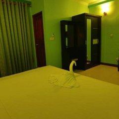 Отель Grace Beach Inn Мале сейф в номере