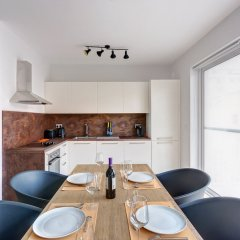 Апартаменты Brand New Designer Finished Apartment, Central Location Гзира в номере фото 2