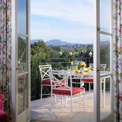 Отель The Peninsula Beverly Hills балкон