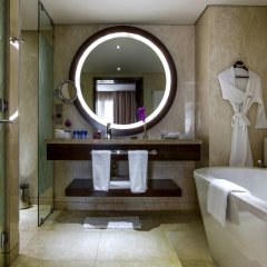 Отель Crowne Plaza Dubai Deira ванная фото 2