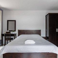 Отель Double Two@Sathorn Бангкок сейф в номере