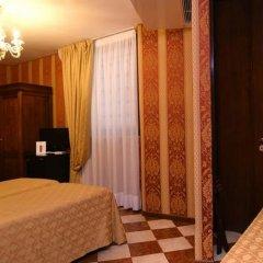 Hotel Marconi Венеция сейф в номере