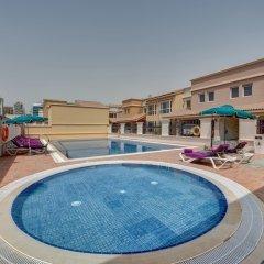 Отель J5 Villas Holiday Homes - Barsha Gardens бассейн фото 2