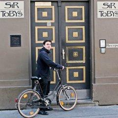 Отель Sir Tobys Hostel Чехия, Прага - 1 отзыв об отеле, цены и фото номеров - забронировать отель Sir Tobys Hostel онлайн спортивное сооружение