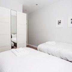 Отель Luxurious 4 Bedroom Flat by Baker Street Великобритания, Лондон - отзывы, цены и фото номеров - забронировать отель Luxurious 4 Bedroom Flat by Baker Street онлайн комната для гостей фото 3