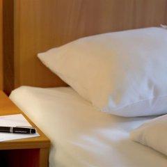Отель IntercityHotel München сейф в номере