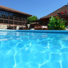 Отель Mountain Lodge бассейн