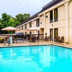 Отель Clarion Inn Chattanooga США, Чаттануга - отзывы, цены и фото номеров - забронировать отель Clarion Inn Chattanooga онлайн бассейн фото 3
