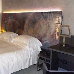 Отель Arli Business And Wellness Бергамо сейф в номере