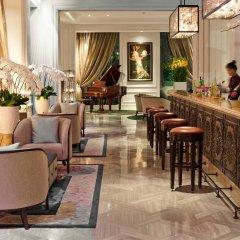 Отель Des Arts Saigon Mgallery Collection Вьетнам, Хошимин - отзывы, цены и фото номеров - забронировать отель Des Arts Saigon Mgallery Collection онлайн гостиничный бар