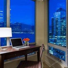 Отель Auberge Vancouver Hotel Канада, Ванкувер - отзывы, цены и фото номеров - забронировать отель Auberge Vancouver Hotel онлайн балкон