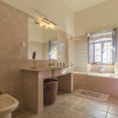 Отель Villas2go2 Barrocal Португалия, Пешао - отзывы, цены и фото номеров - забронировать отель Villas2go2 Barrocal онлайн ванная