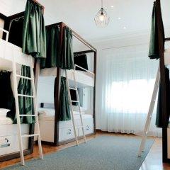 Отель Karavan Inn сейф в номере