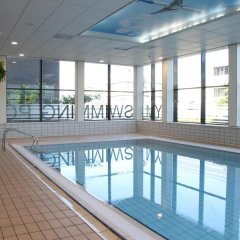 Отель Bastion Hotel Amsterdam Airport Нидерланды, Хофддорп - отзывы, цены и фото номеров - забронировать отель Bastion Hotel Amsterdam Airport онлайн бассейн фото 2