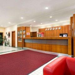 Ramada Airport Hotel Prague интерьер отеля