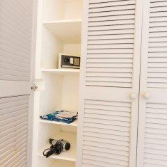 Отель Bom Bom Principe Island сейф в номере